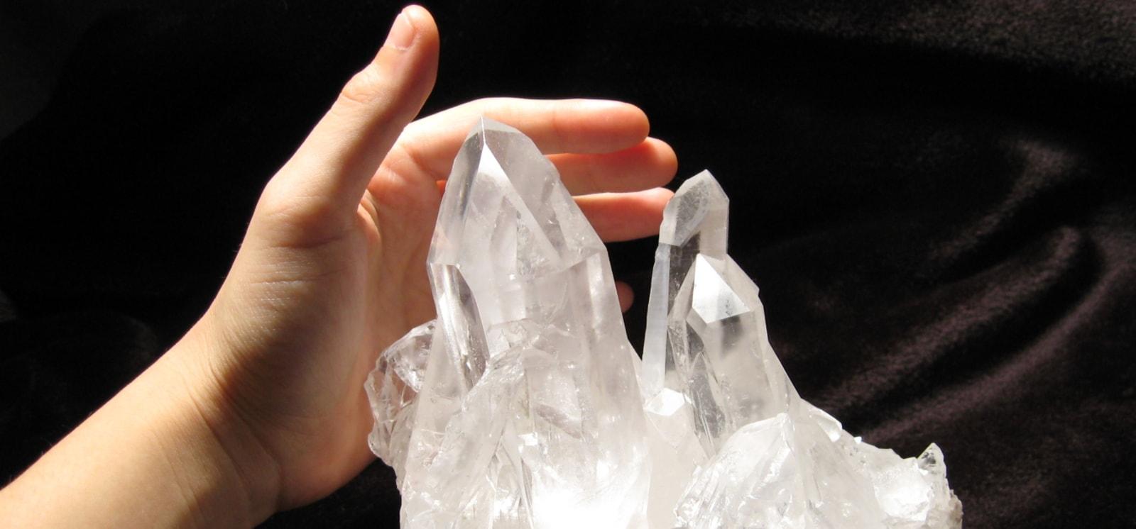 邪気を跳ね返す水晶
